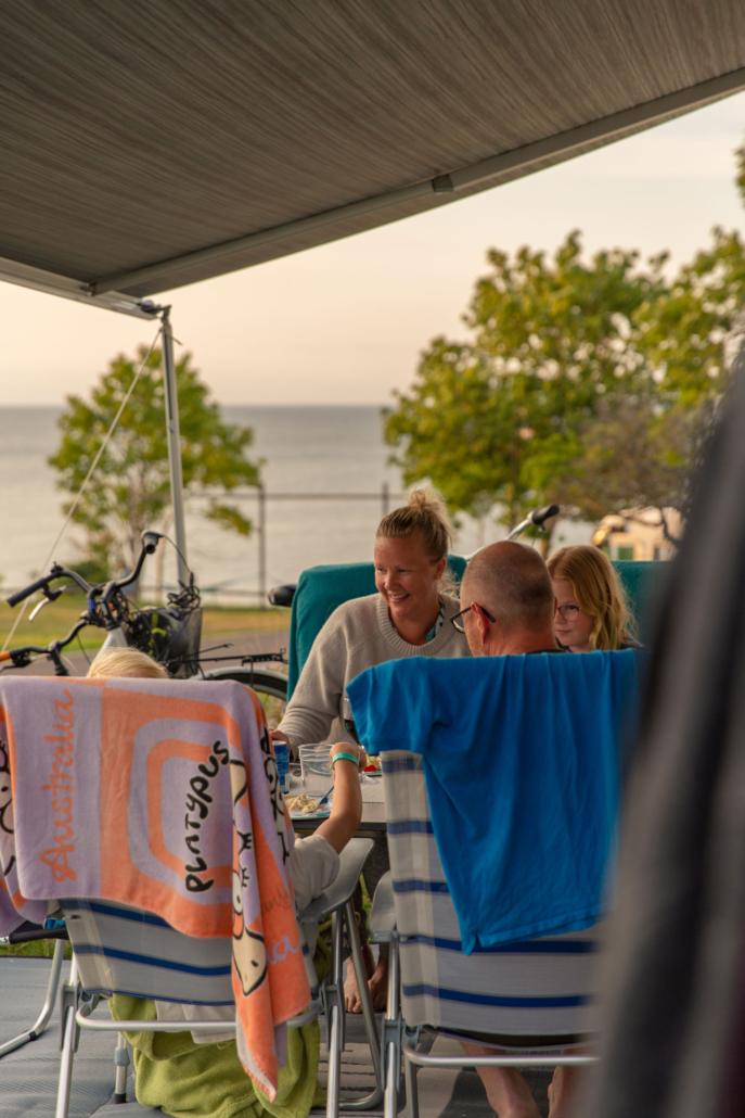 Familj på Kneippbyn Camping Visby Gotland